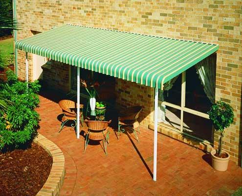 Green fixed aluminium awning