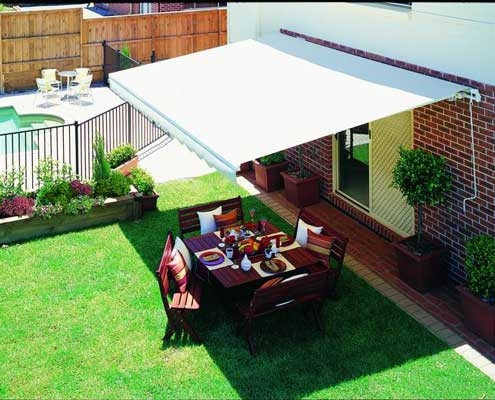 Alfresco dining under a folding arm awning
