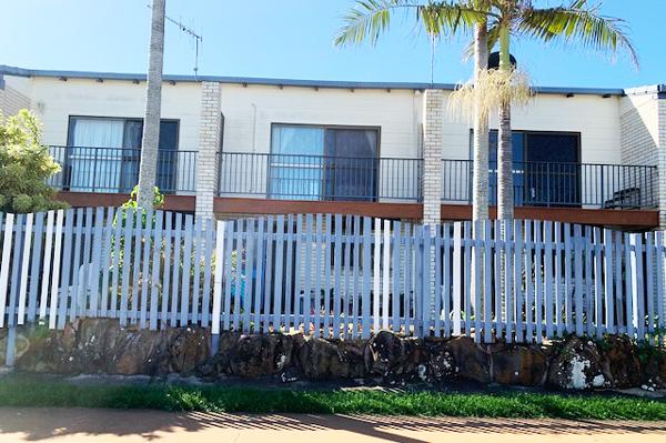 Powder coated aluminium balustrade and fence