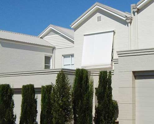 Oscillating angles to adjust awning with white fabric